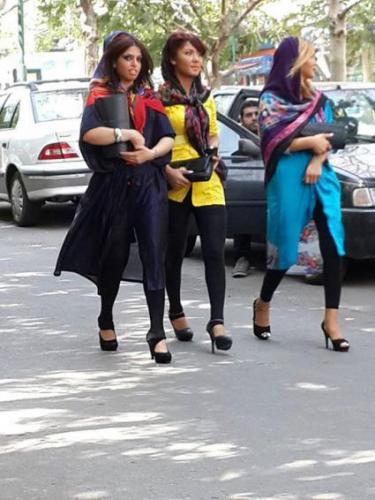 عکس دختران بدحجاب ایرانی با ساپورت مشکی